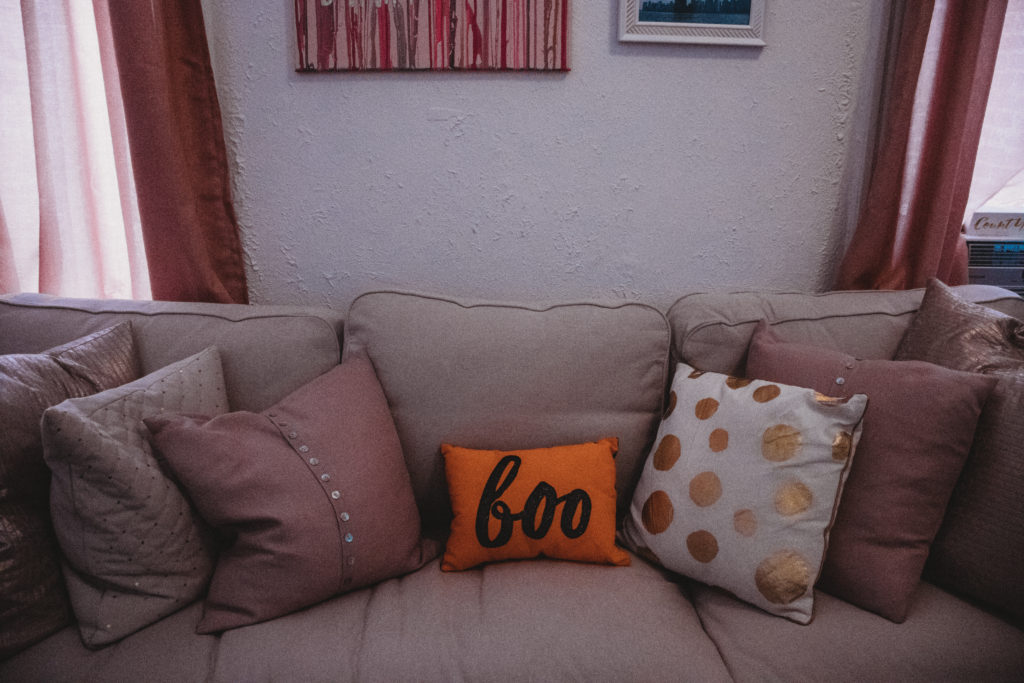 How to Decorate Your Apartment for Fall